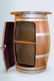 Halbes Weinfass mit Ablage & Tür offen