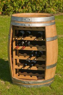 Weinregal im Weinfass