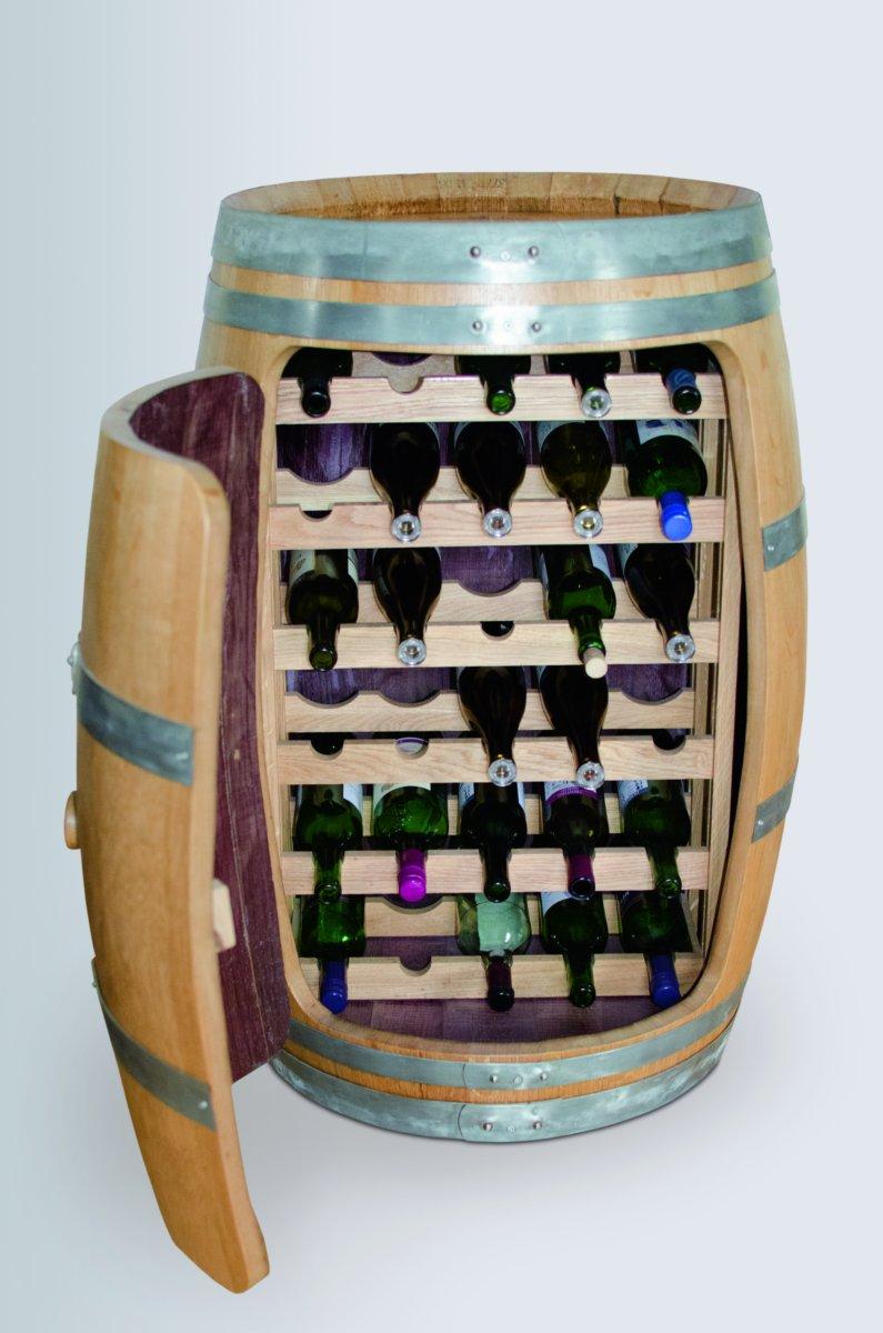 Weinfass mit Tür offen